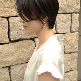 ショートボブ 濡れ髪スタイル 黒髪ショート 黒髪 ヘアスタイルや髪型の写真・画像