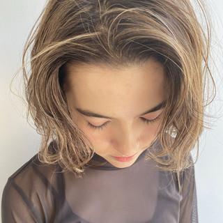 ハイライト ボブ ミニボブ ミルクティーベージュ ヘアスタイルや髪型の写真・画像