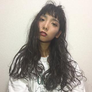 重ため 女子会 ロング 前髪パッツン ヘアスタイルや髪型の写真・画像