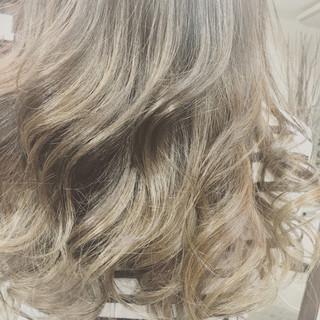 アッシュ セミロング ハイライト コンサバ ヘアスタイルや髪型の写真・画像