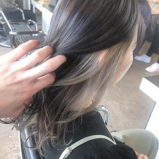 インナーカラー ミルクティー フェミニン ロング ヘアスタイルや髪型の写真・画像