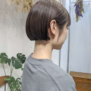 オリーブベージュ ボブ 透明感 大人女子 ヘアスタイルや髪型の写真・画像