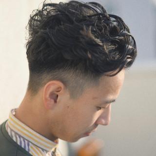 メンズパーマ ツーブロック メンズ ショート ヘアスタイルや髪型の写真・画像