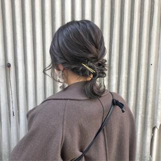 セミロング ヘアアレンジ デート アッシュベージュ ヘアスタイルや髪型の写真・画像