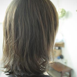 スモーキーアッシュ ナチュラル オリーブアッシュ ベージュ ヘアスタイルや髪型の写真・画像