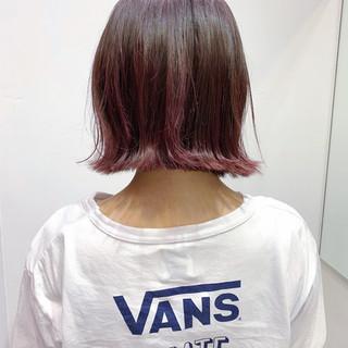 ピンク 切りっぱなしボブ ナチュラル ブリーチオンカラー ヘアスタイルや髪型の写真・画像