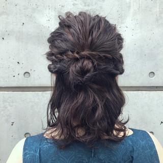ヘアアレンジ アンニュイほつれヘア ナチュラル ミディアム ヘアスタイルや髪型の写真・画像