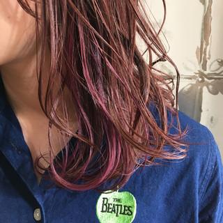 セミロング ピンク インナーカラー ベリーピンク ヘアスタイルや髪型の写真・画像
