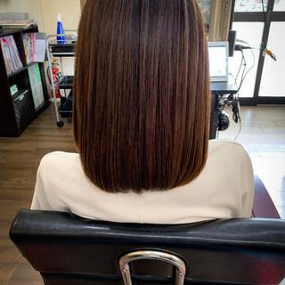 外ハネ ミディアム 切りっぱなしボブ 外ハネボブ ヘアスタイルや髪型の写真・画像