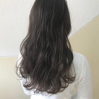 暗髪 ブルージュ ウェーブ グレージュ ヘアスタイルや髪型の写真・画像