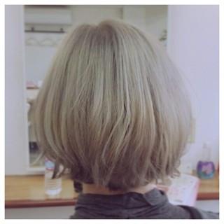 ハイライト ブリーチ アッシュ 外ハネ ヘアスタイルや髪型の写真・画像