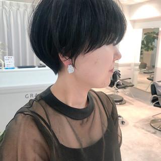 ショートヘア ナチュラル インナーカラー ウルフカット ヘアスタイルや髪型の写真・画像