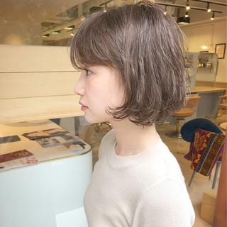 ハイトーン ショート 大人女子 パーマ ヘアスタイルや髪型の写真・画像
