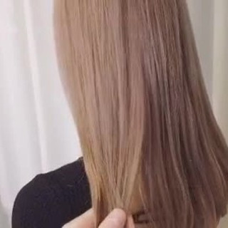 透明感カラー レイヤーロングヘア ハイトーンカラー ナチュラル ヘアスタイルや髪型の写真・画像