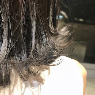 ナチュラル シルバーグレイ ミディアム 透明感カラー ヘアスタイルや髪型の写真・画像