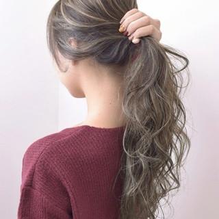冬 秋 透明感 ウェーブ ヘアスタイルや髪型の写真・画像
