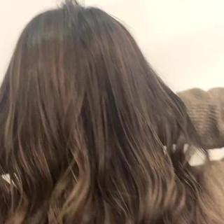グラデーションカラー セミロング インナーカラー バレイヤージュ ヘアスタイルや髪型の写真・画像