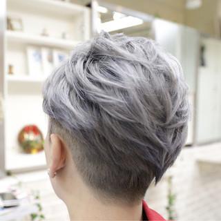 シルバー ブリーチ ショート ホワイトアッシュ ヘアスタイルや髪型の写真・画像