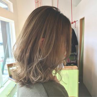 グラデーションカラー ゆるふわ ミルクティー 色気 ヘアスタイルや髪型の写真・画像