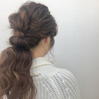 ローポニーテール 波ウェーブ ロング ナチュラル ヘアスタイルや髪型の写真・画像