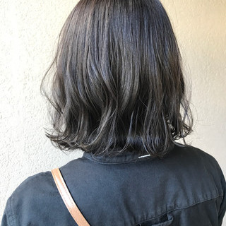 切りっぱなしボブ ダークトーン ダークカラー ダークグレー ヘアスタイルや髪型の写真・画像