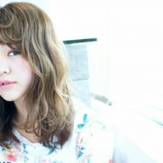 ミディアム 外国人風 大人かわいい 波ウェーブ ヘアスタイルや髪型の写真・画像