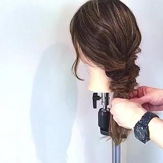 デート セミロング フェミニン キャップ ヘアスタイルや髪型の写真・画像