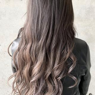 ロング ベージュ グラデーションカラー バレイヤージュ ヘアスタイルや髪型の写真・画像