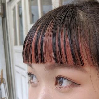 オン眉 前髪インナーカラー 前髪パッツン ガーリー ヘアスタイルや髪型の写真・画像