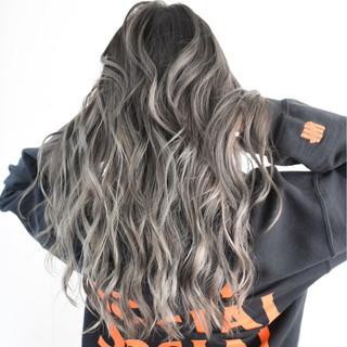 ロング ストリート バレイヤージュ ハイライト ヘアスタイルや髪型の写真・画像