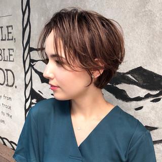 前髪あり 小顔 ナチュラル 抜け感 ヘアスタイルや髪型の写真・画像