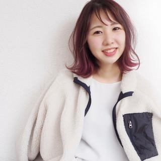 ミディアム 外ハネ フェミニン ピンクパープル ヘアスタイルや髪型の写真・画像