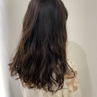 ナチュラル パーマ グレージュ トリートメント ヘアスタイルや髪型の写真・画像