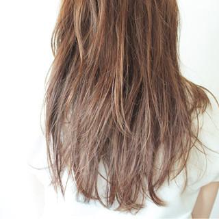 フェミニン リラックス ベージュ アンニュイ ヘアスタイルや髪型の写真・画像