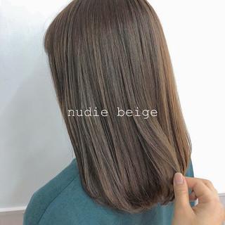 ナチュラルベージュ 春ヘア 透明感カラー ナチュラル ヘアスタイルや髪型の写真・画像
