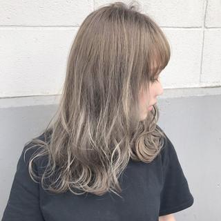 秋 アッシュ ウェーブ フェミニン ヘアスタイルや髪型の写真・画像