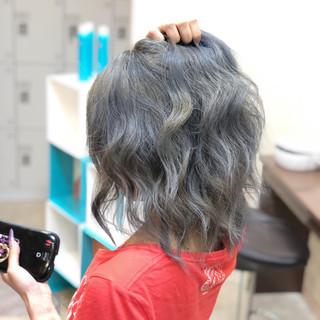 ヘアアレンジ アッシュグレージュ ストリート ミディアム ヘアスタイルや髪型の写真・画像