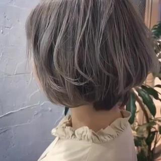 ボブ ウェーブ ガーリー ベージュ ヘアスタイルや髪型の写真・画像