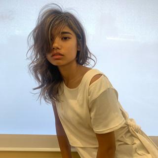 ロング ヘルシースタイル 外国人風カラー ハイライト ヘアスタイルや髪型の写真・画像