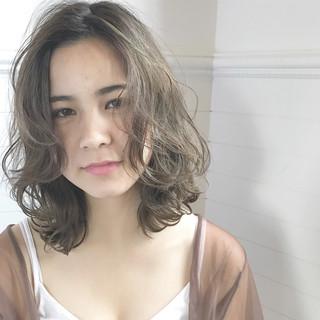 外国人風 前髪あり ゆるふわ ガーリー ヘアスタイルや髪型の写真・画像