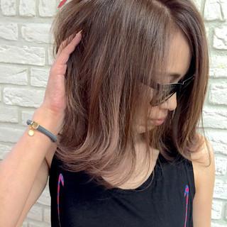 ミディアム ストリート 切りっぱなし 外ハネ ヘアスタイルや髪型の写真・画像