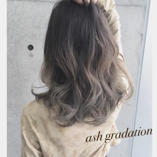 アッシュ アッシュグラデーション ロング ガーリー ヘアスタイルや髪型の写真・画像