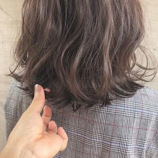 ロブ 透明感 ミディアム グレージュ ヘアスタイルや髪型の写真・画像