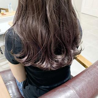 ナチュラルベージュ 透明感カラー セミロング ラベンダーグレージュ ヘアスタイルや髪型の写真・画像