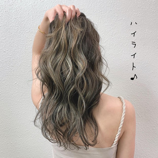ハイライト ミルクティーベージュ ブリーチ コントラストハイライト ヘアスタイルや髪型の写真・画像