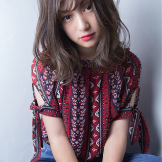 ウェーブ 透明感 ミディアム かわいい ヘアスタイルや髪型の写真・画像