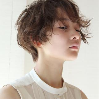 うざバング フェミニン 卵型 ハイライト ヘアスタイルや髪型の写真・画像