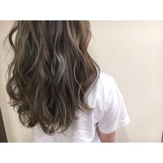 暗髪 ロング アッシュグレージュ ブルージュ ヘアスタイルや髪型の写真・画像