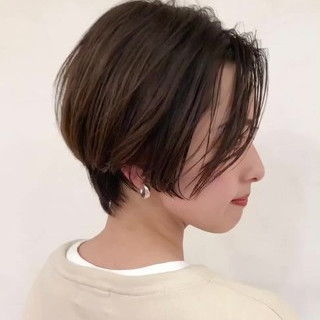 ショートヘア アッシュグレージュ ナチュラル アッシュ ヘアスタイルや髪型の写真・画像