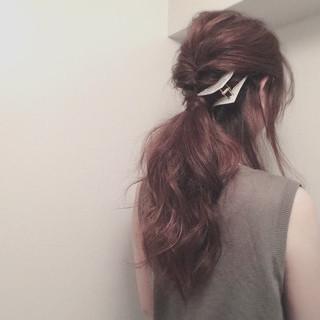 ポニーテール くるりんぱ ゆるふわ ローポニーテール ヘアスタイルや髪型の写真・画像